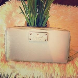 ♠️Kate Spade leather wallet!♠️